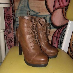 Brown heel bootie size 5.5